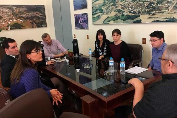 Autoridades reúnem-se com advogados tributaristas